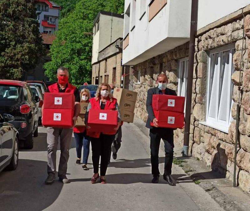 Црвени крст Зворник – поклонима обиљежили Недељу Црвеног крста