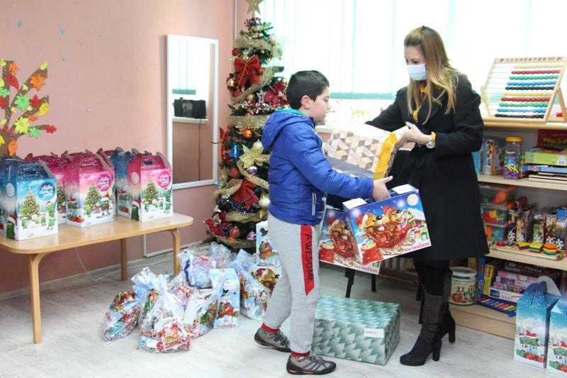 Корисници Центра добили 200 пакетића и поклона