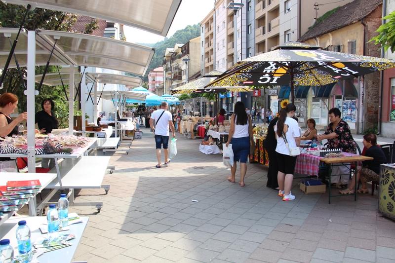 Ljetnji bazar na gradskom šetalištu